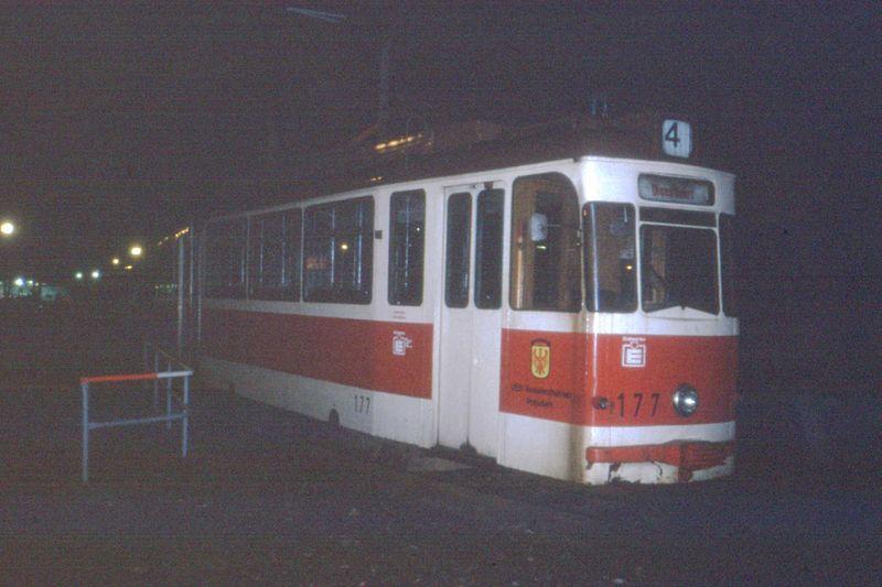 800px-Evening_at_Potsdam_HBf%2C_Gotha_tram_nr_177._DDR%2CJan_1990_-_Flickr_-_sludgegulper.jpg